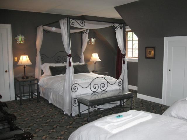 cwc-gray-room